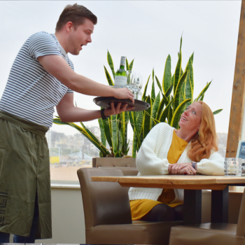 Medewerker bediening restaurant Zilt